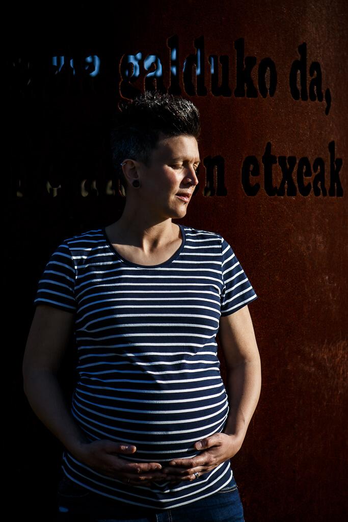 fotografía de embarazo en la arboleda
